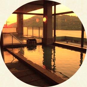 夕景に溶ける展望風呂