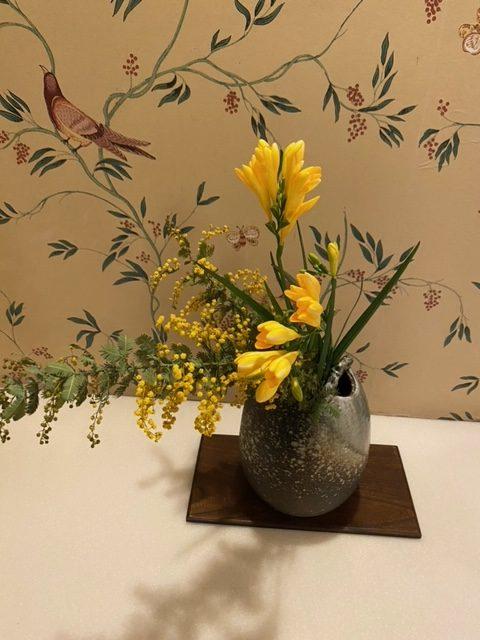 こちらの生け花は、1階のお手洗いにいけてあります。<br /> <br /> 前回もご紹介いたしましたが、さざなみ館は色々な所に生け花がいけてありますので、探索をしてみるのもおススメです!!