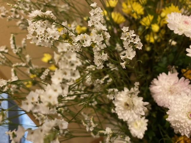 アップにした生け花です。